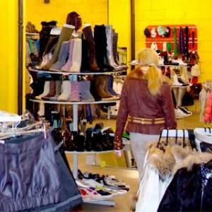 Магазины одежды и обуви Белой